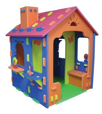 SKUM legehus egen terrasse og skorsten