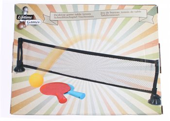 Komplet bordtennis sæt med net, bat og bold.